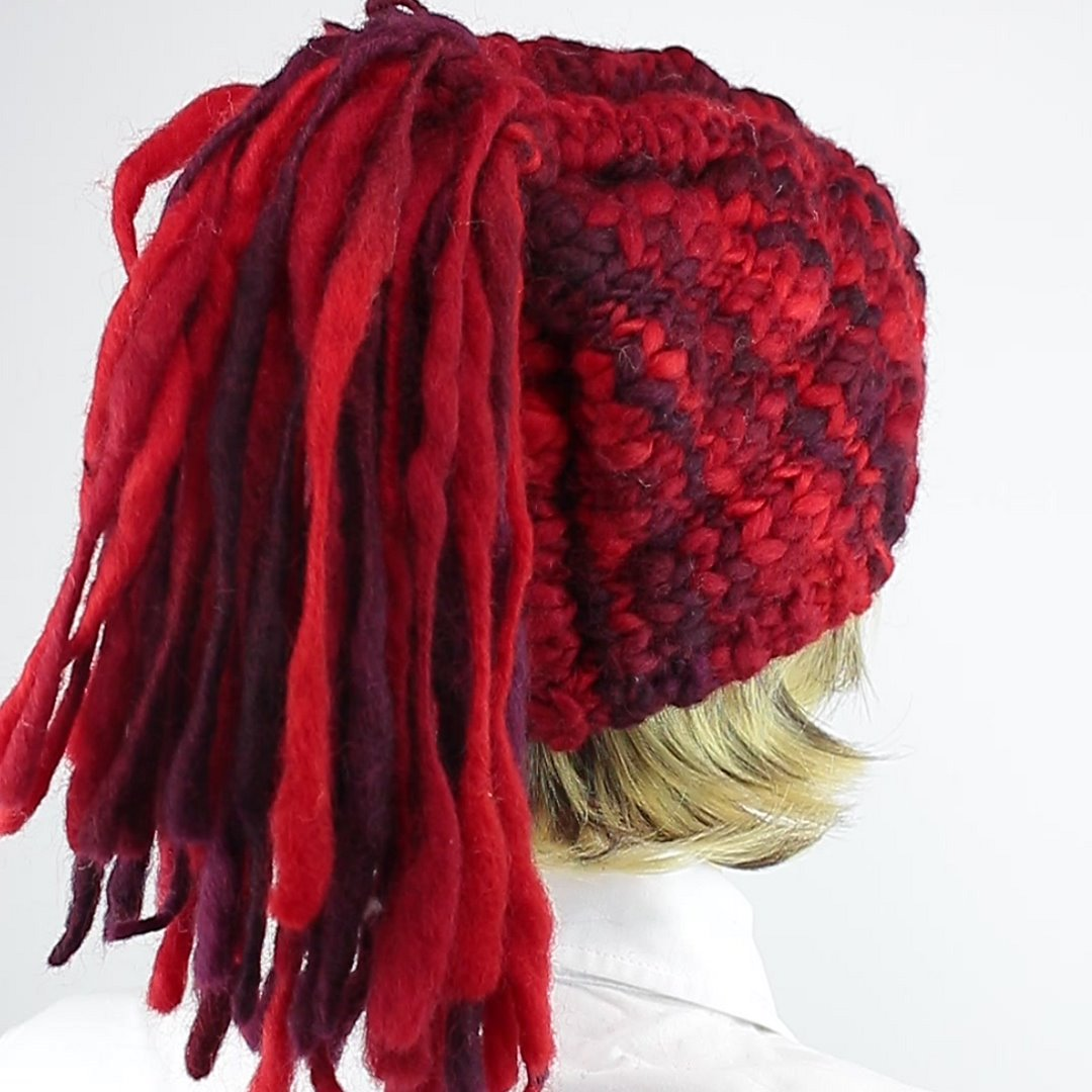 Foto 3: Rote Beanie-Wollmütze