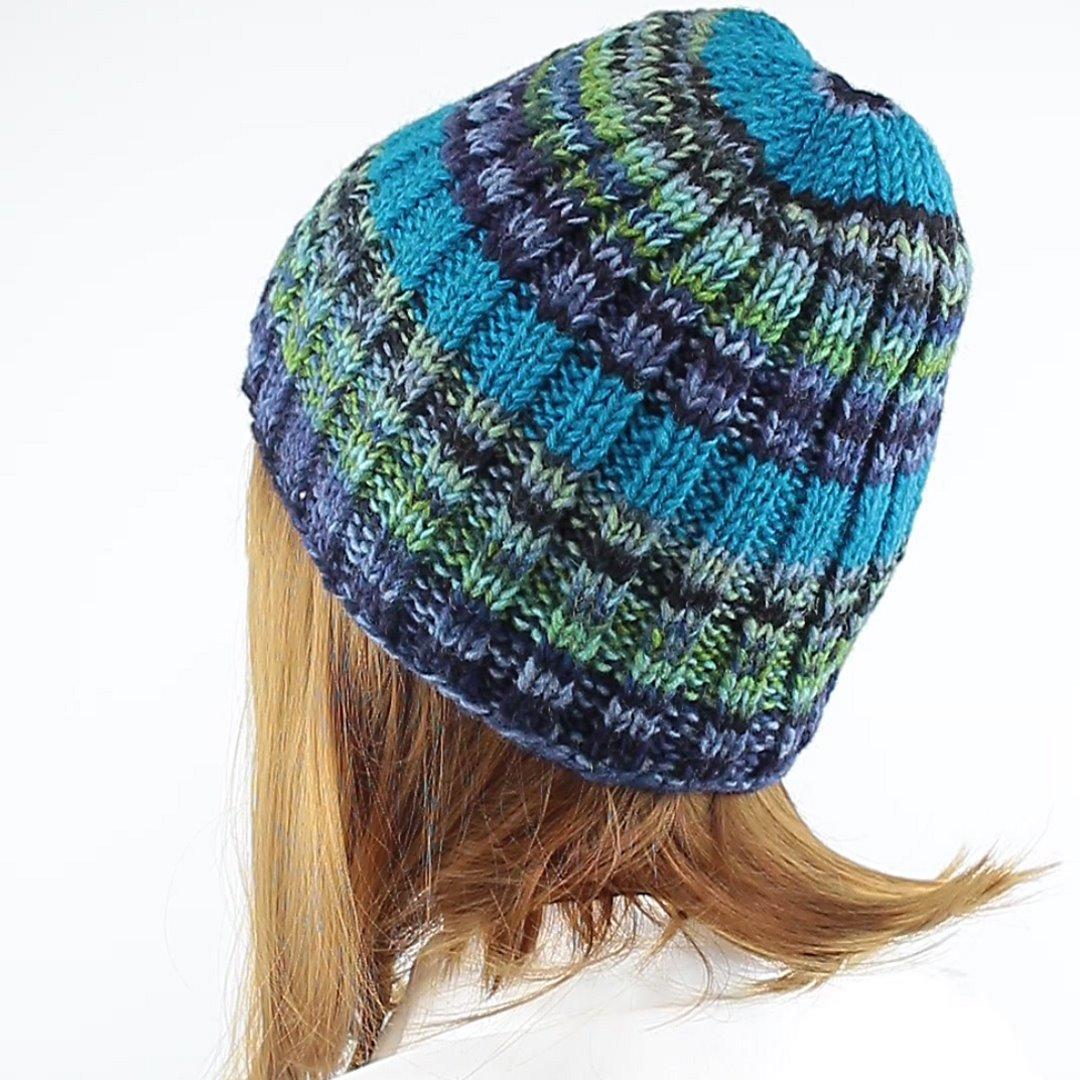 Foto 4: Strickmütze mit multicolor-Wolle mit angenehmen blau-grün-Tönen