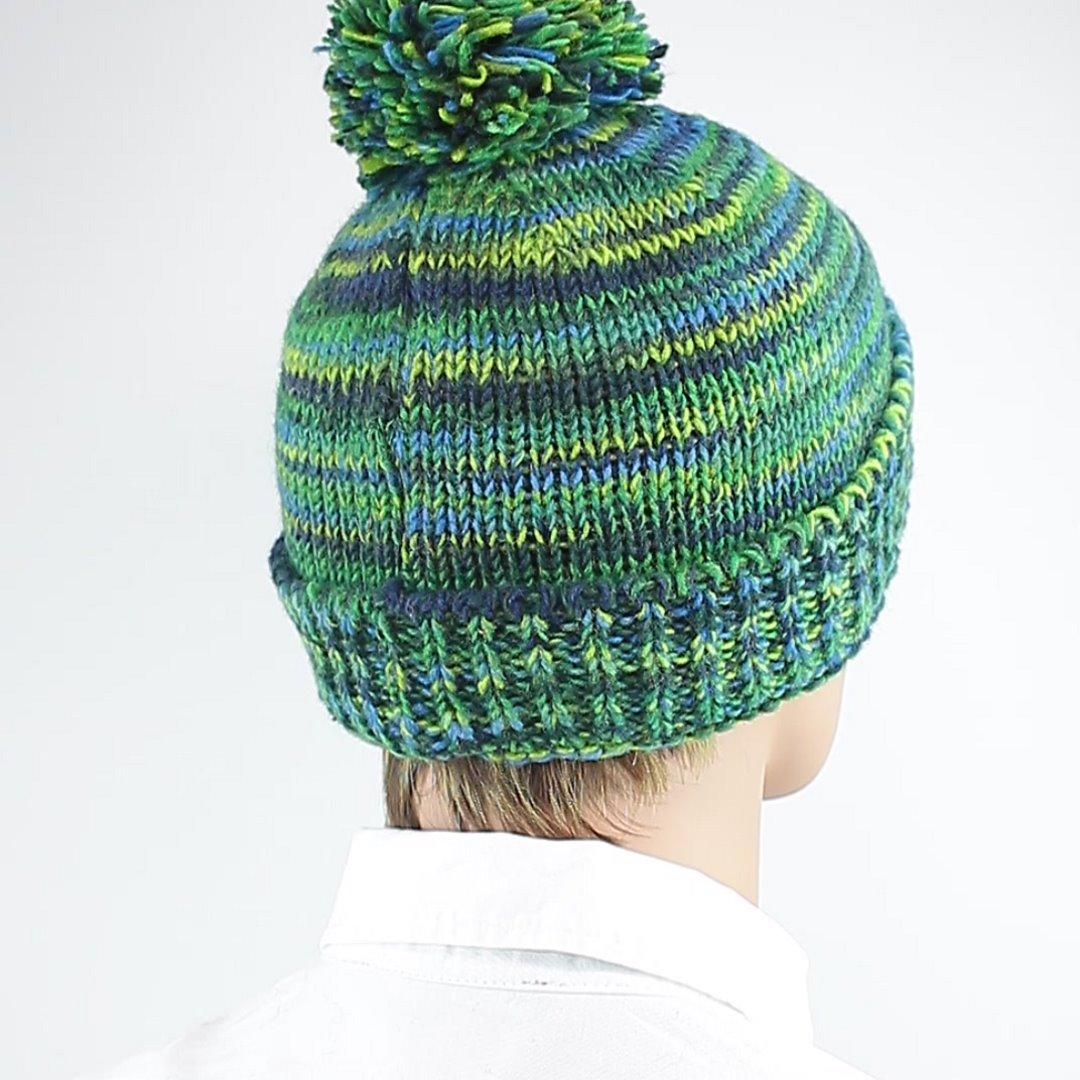Foto 3: Wollmütze für den Winter in grün-blau