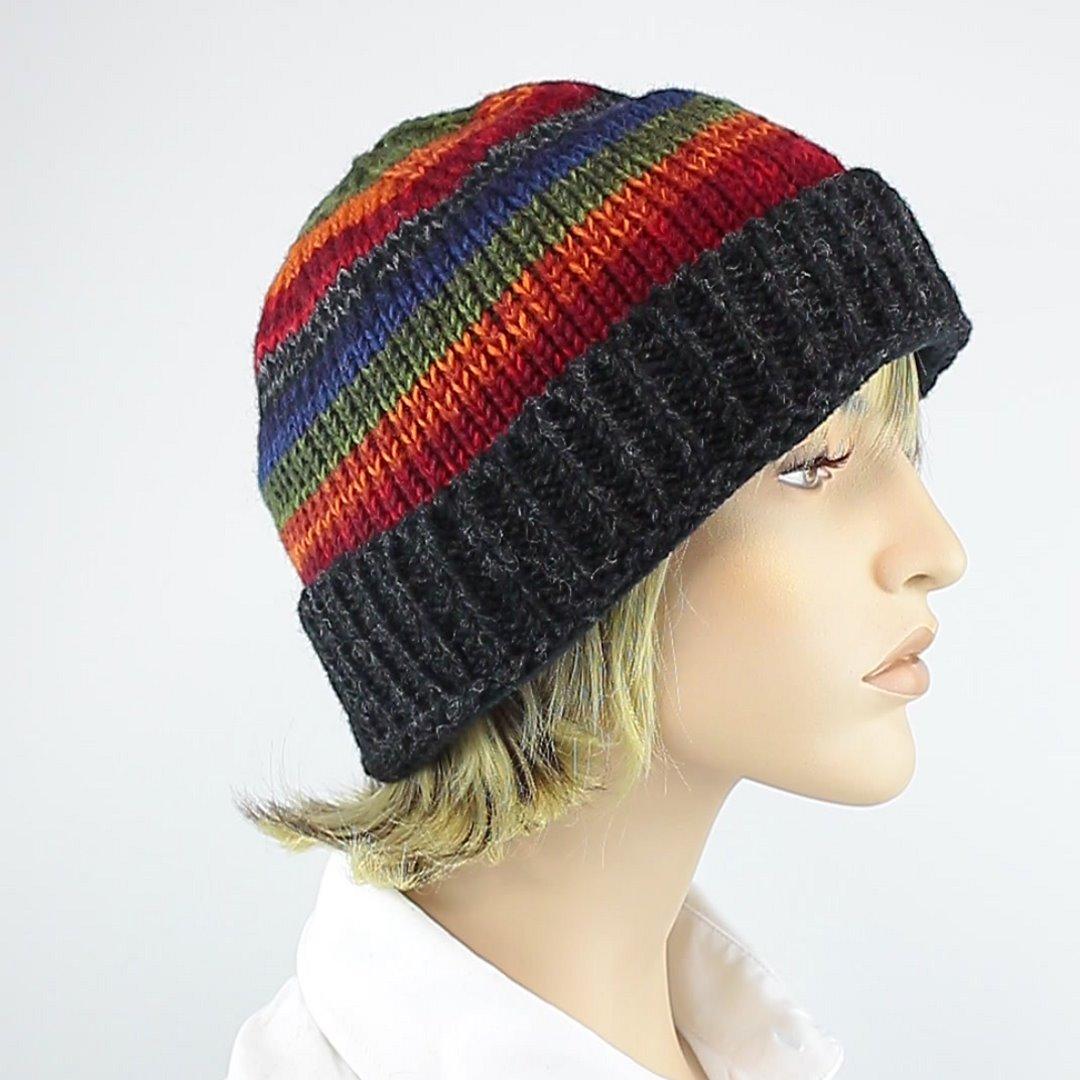 Foto 2: Mütze mit Regenbogen-Muster