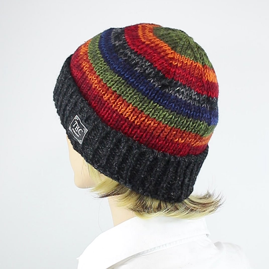 Foto 4: Mütze mit Regenbogen-Muster
