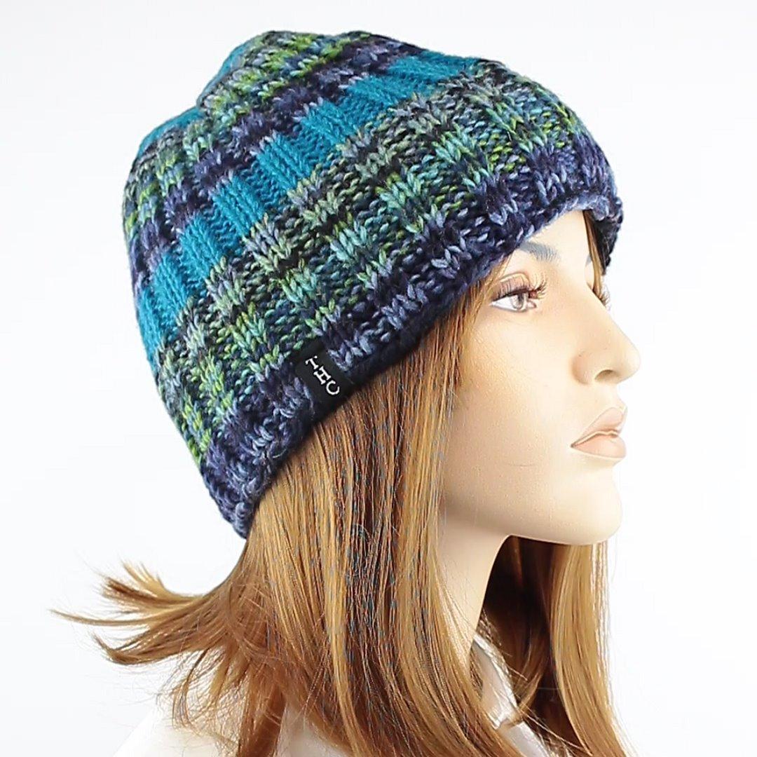 Foto 2: Strickmütze mit multicolor-Wolle mit angenehmen blau-grün-Tönen