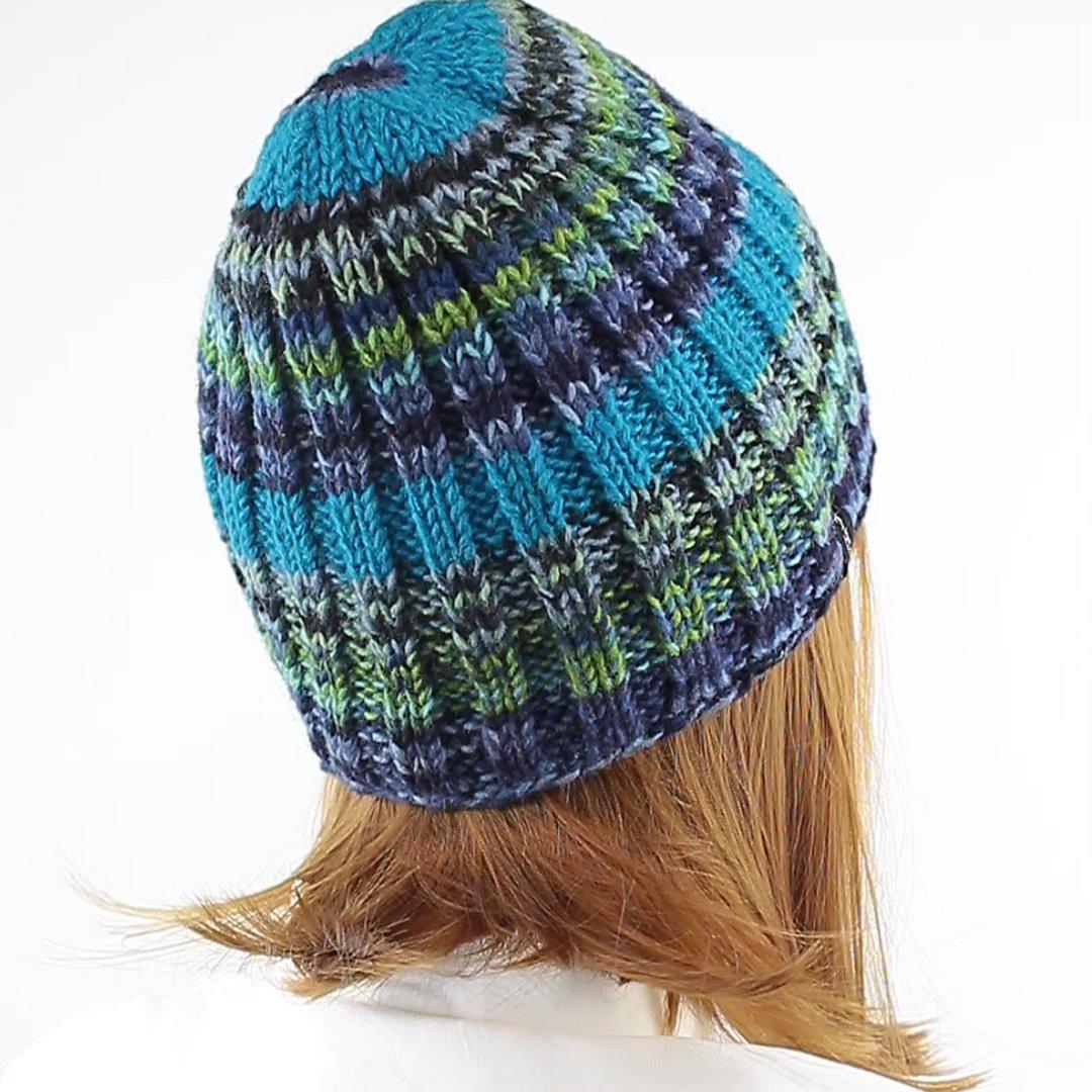 Foto 3: Strickmütze mit multicolor-Wolle mit angenehmen blau-grün-Tönen