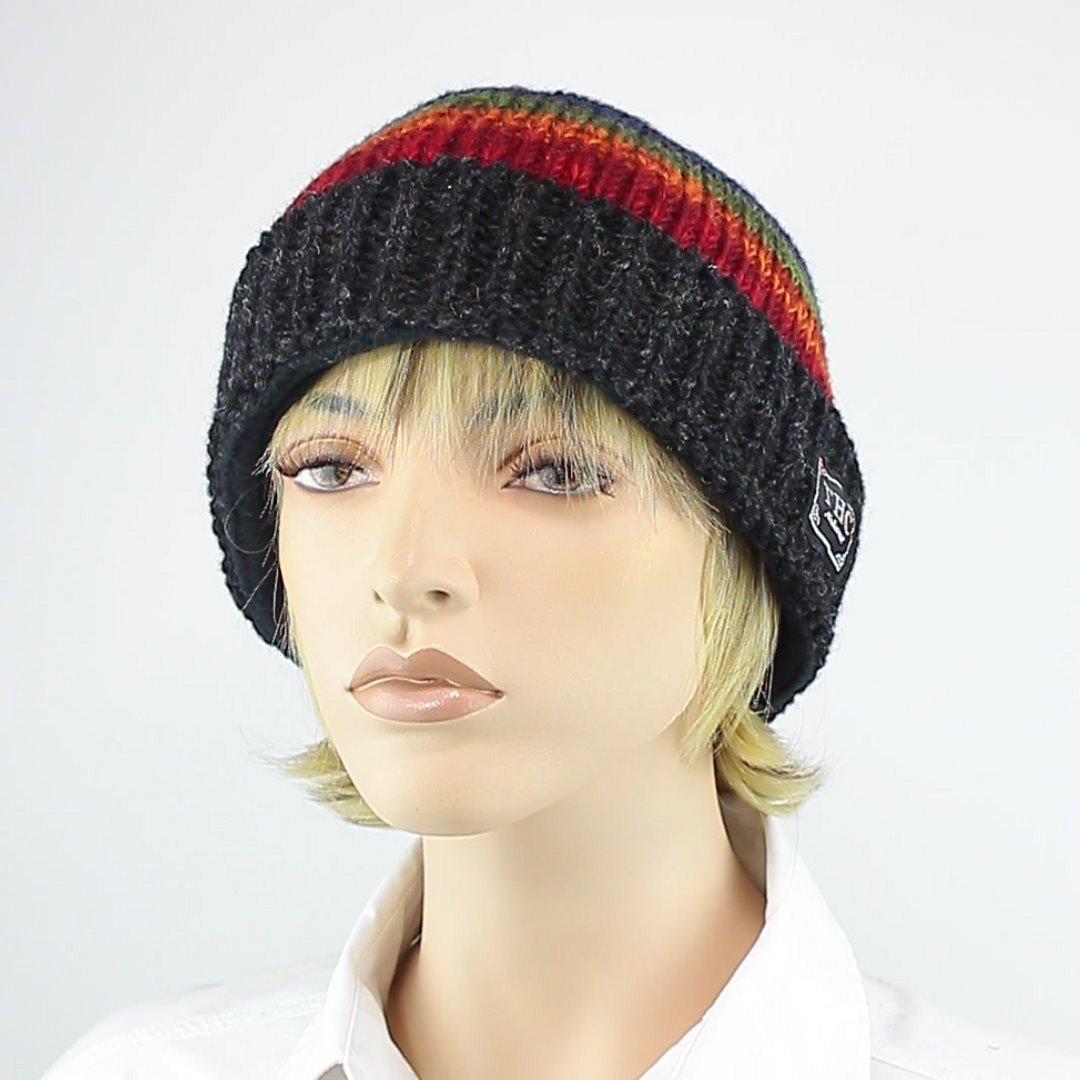 Foto 1: Mütze mit Regenbogen-Muster